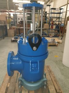 angle-globe-control-valve-before-actuation